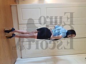 Etiennise live escort in Echelon & happy ending massage