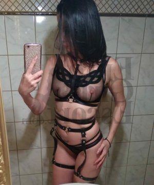 Marcie erotic massage in Huntington