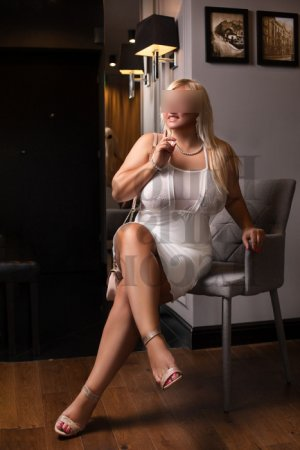Cristina-maria thai massage and ts escort girl