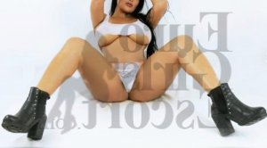 Julitte live escort in Fairfax Station Virginia & tantra massage