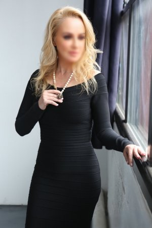 Hassina escort girl